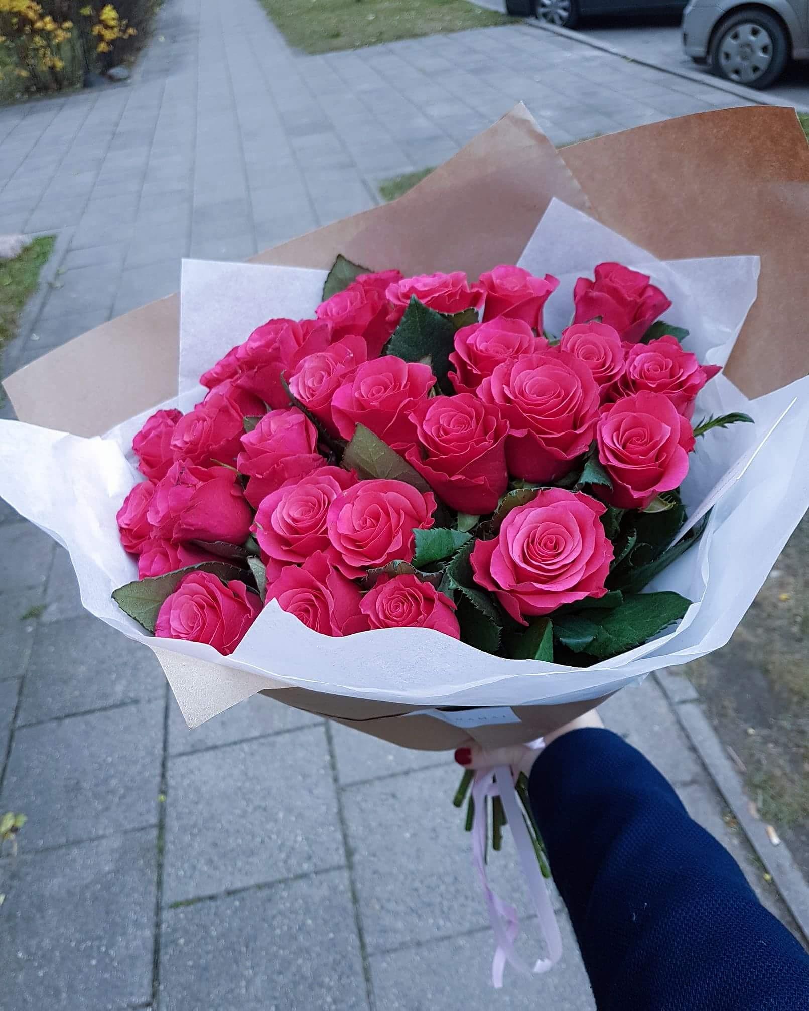 Sodriai rožinių rožių puokštė / 25vnt.