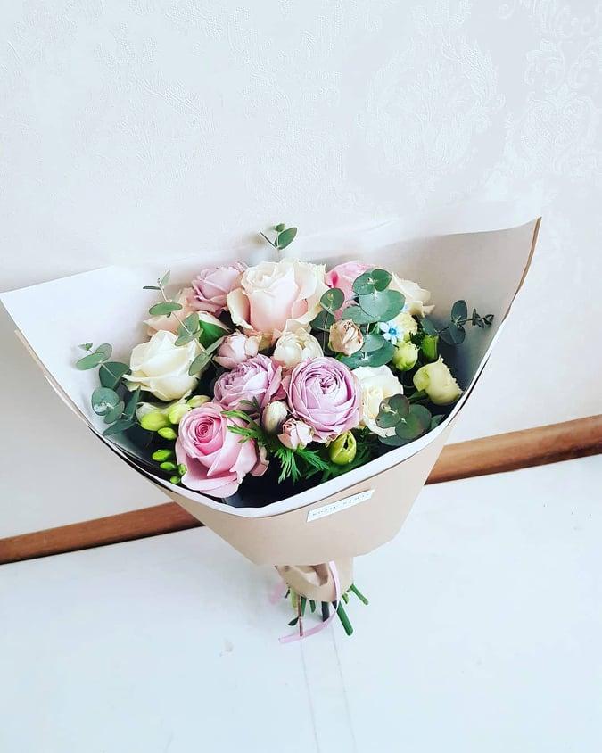 Įvairių gėlių puokštė / S dydis
