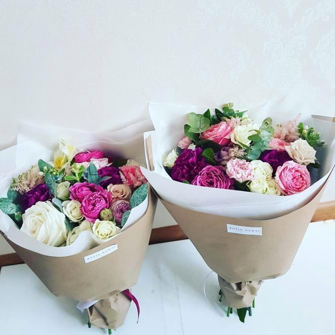 Įvairių gėlių puokštė / maža