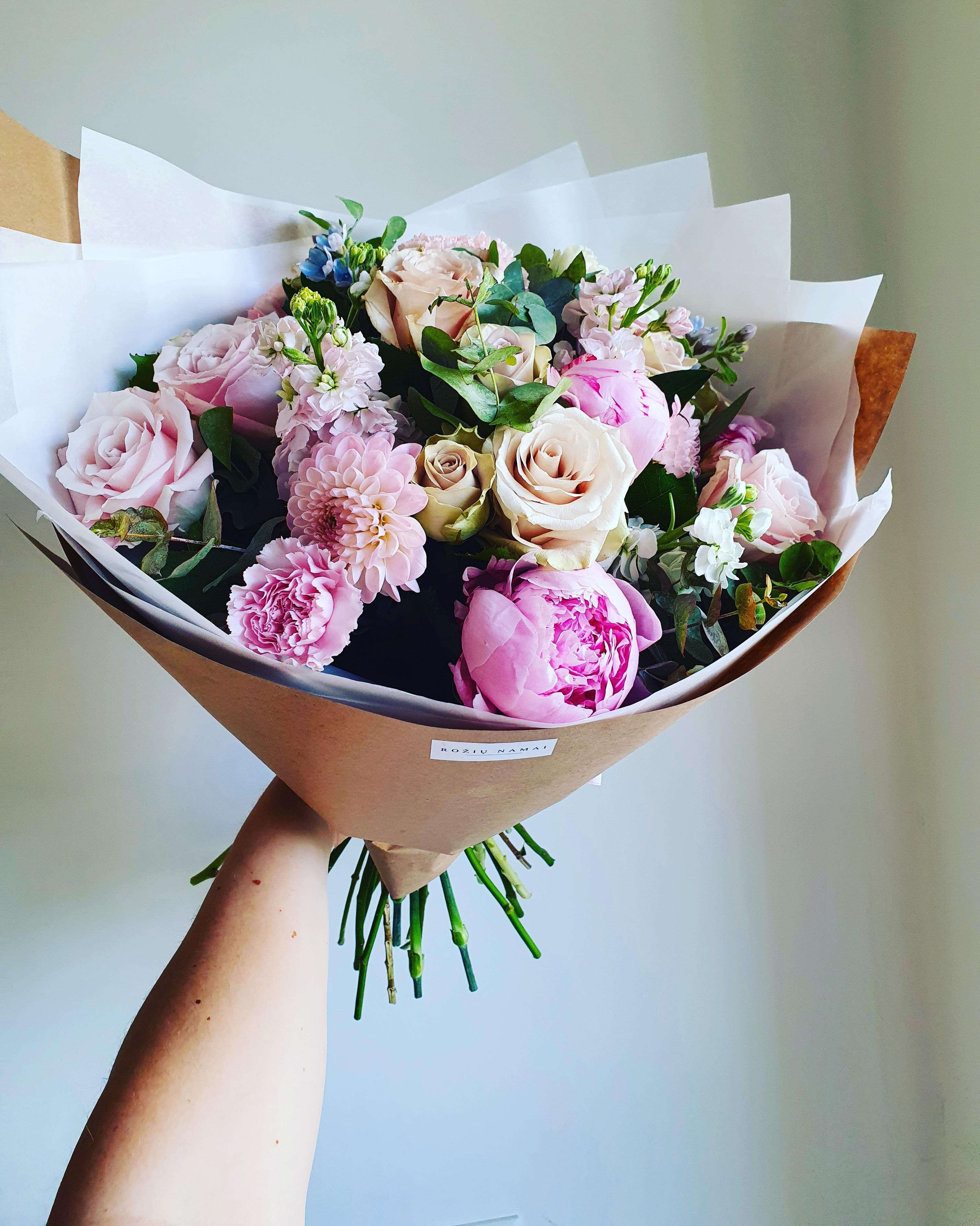Įvairių gėlių puokštė / L dydis