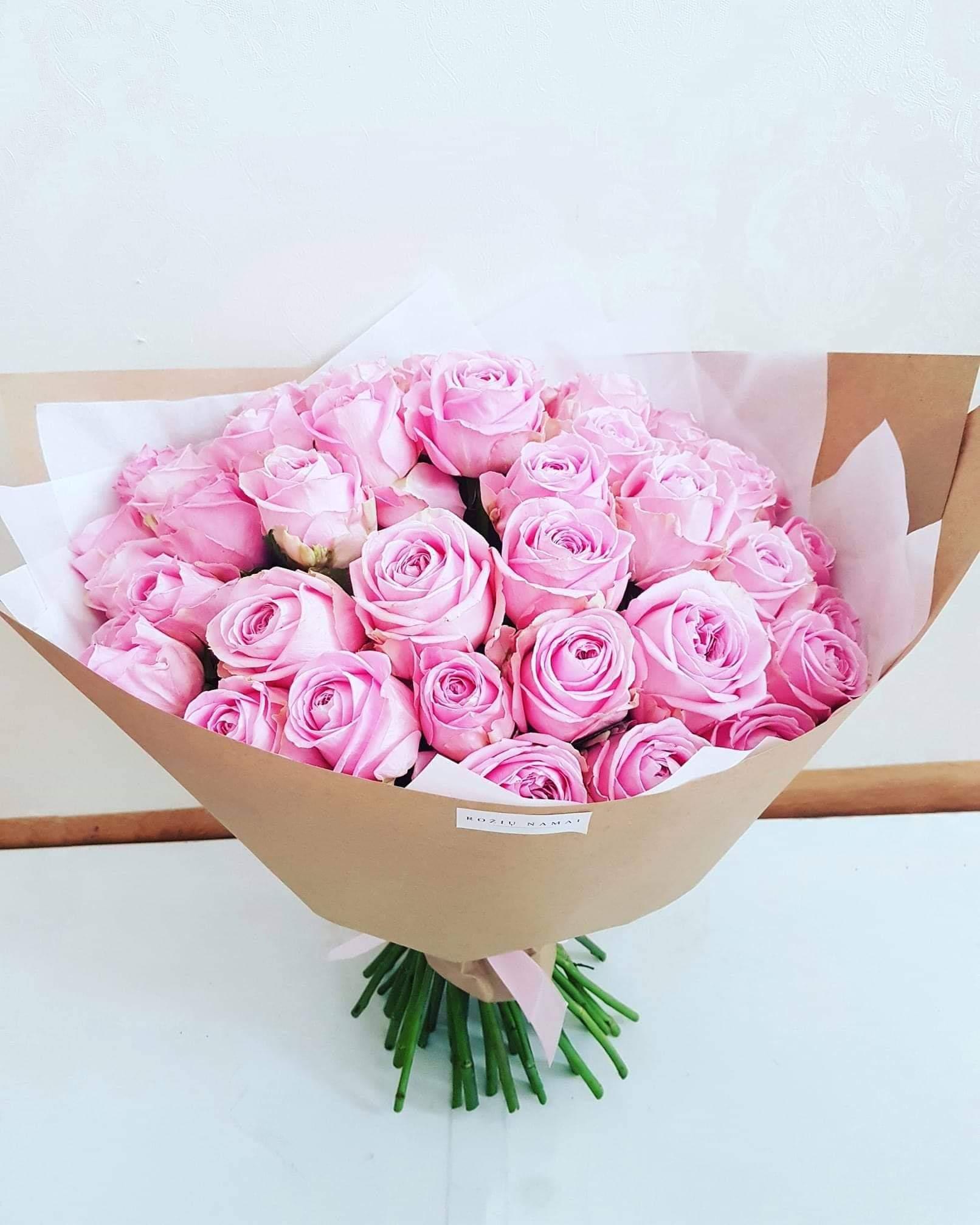Rožinių rožių puokštė / 45 vnt.