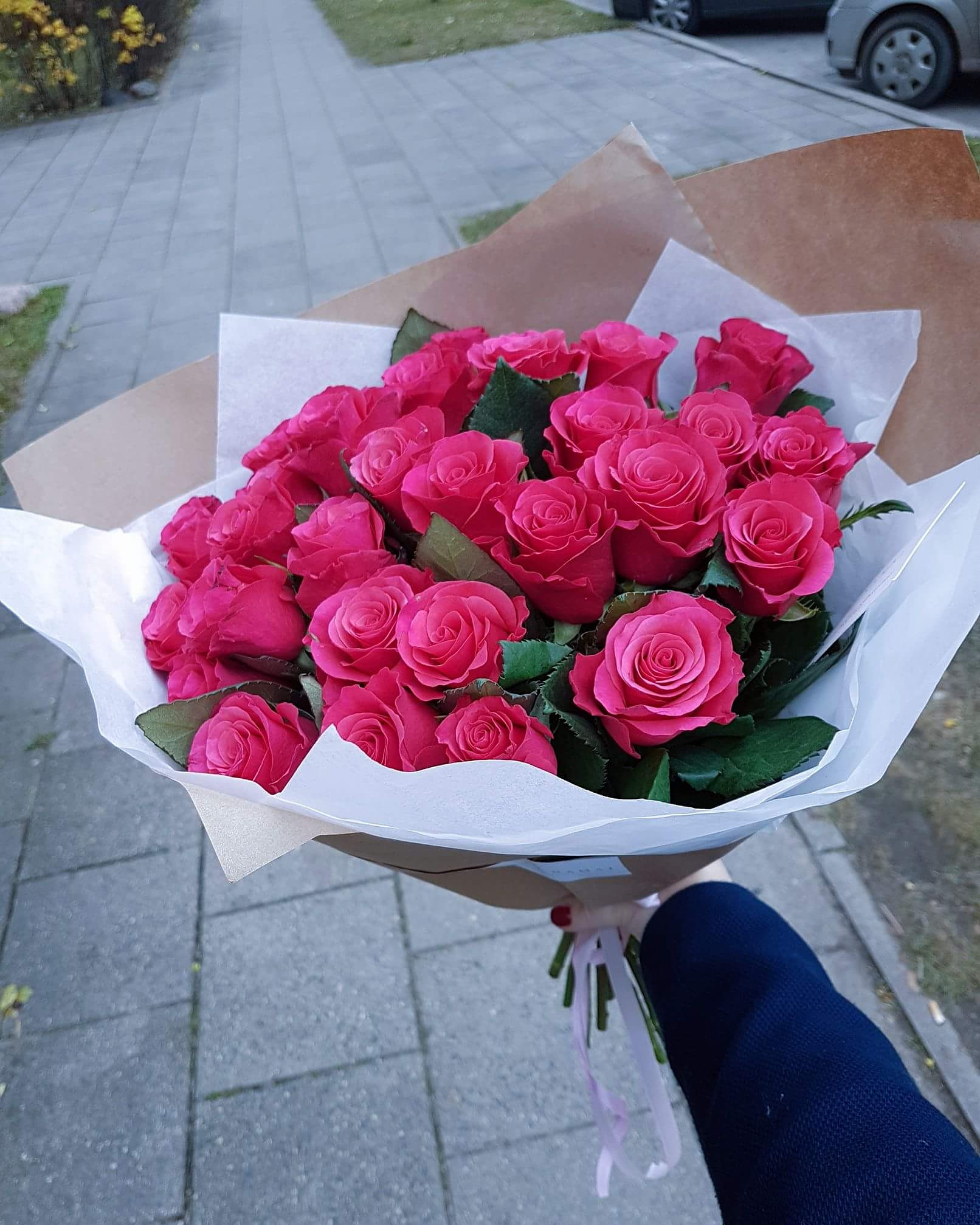 Sodriai rožinių rožių puokštė / 25vnt. paveikslelis