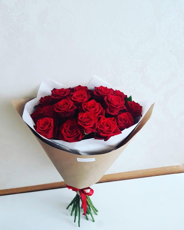 Raudonų rožių puokštė / 25 vnt.