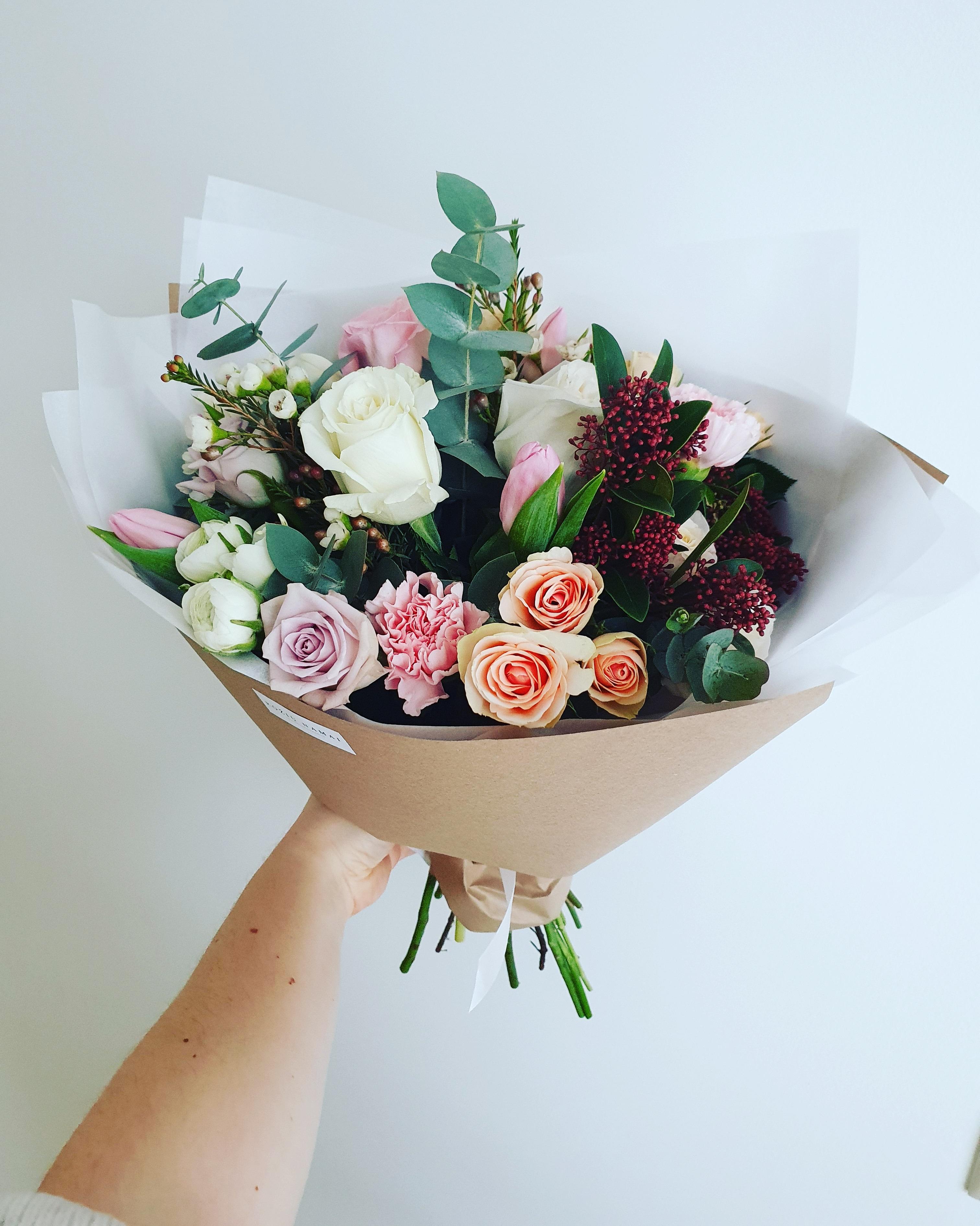 Įvairių gėlių puokštė / M dydis paveikslelis