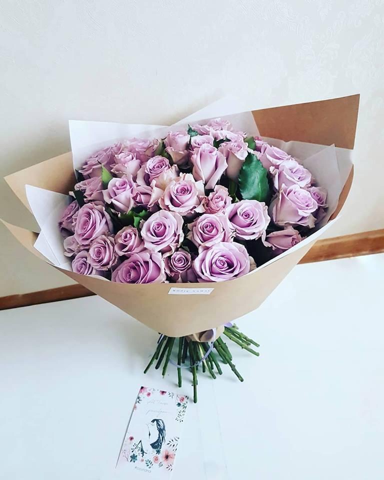 Violetinių rožių puokštė / 51 vnt.