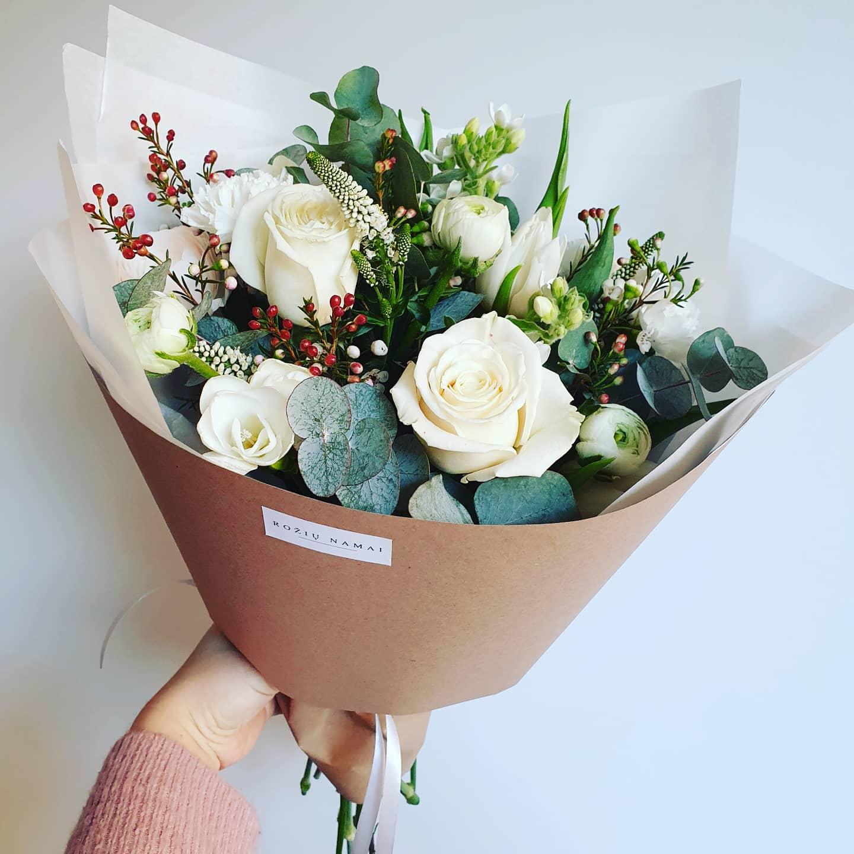 Įvairių gėlių puokštė/balta paveikslelis