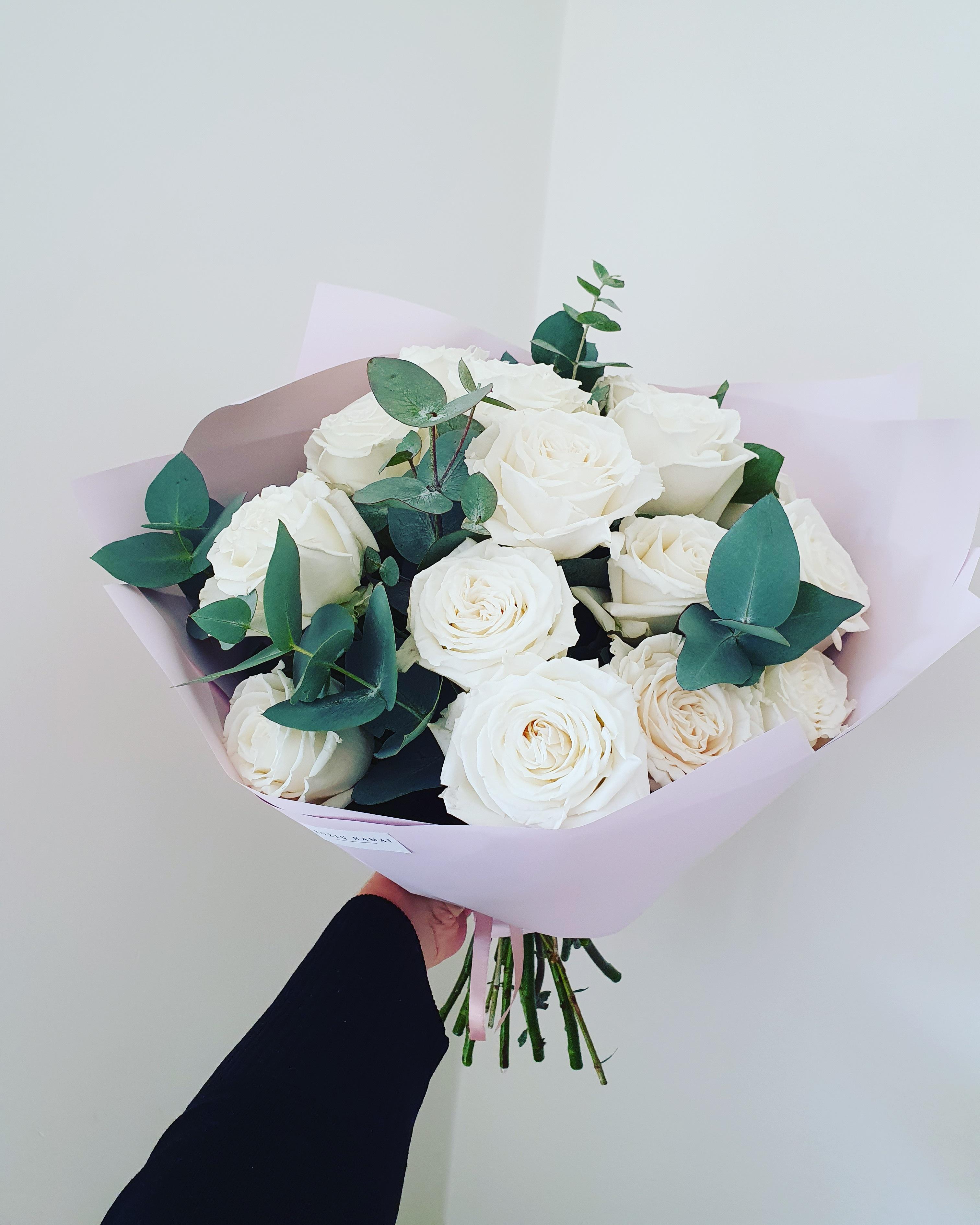 Baltos rožės 15 vnt.