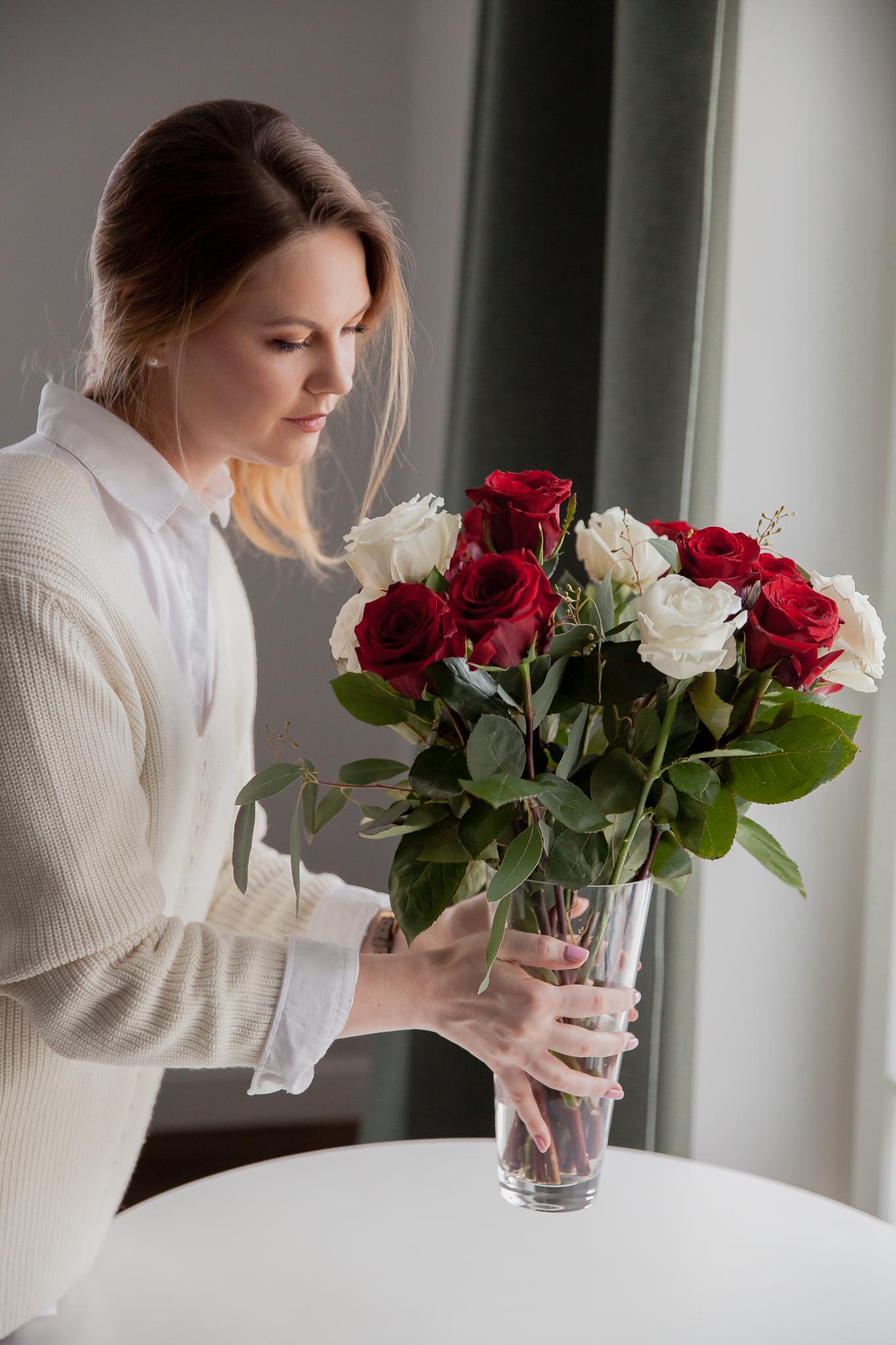 Raudonos ir baltos rožės 15 vnt. paveikslelis
