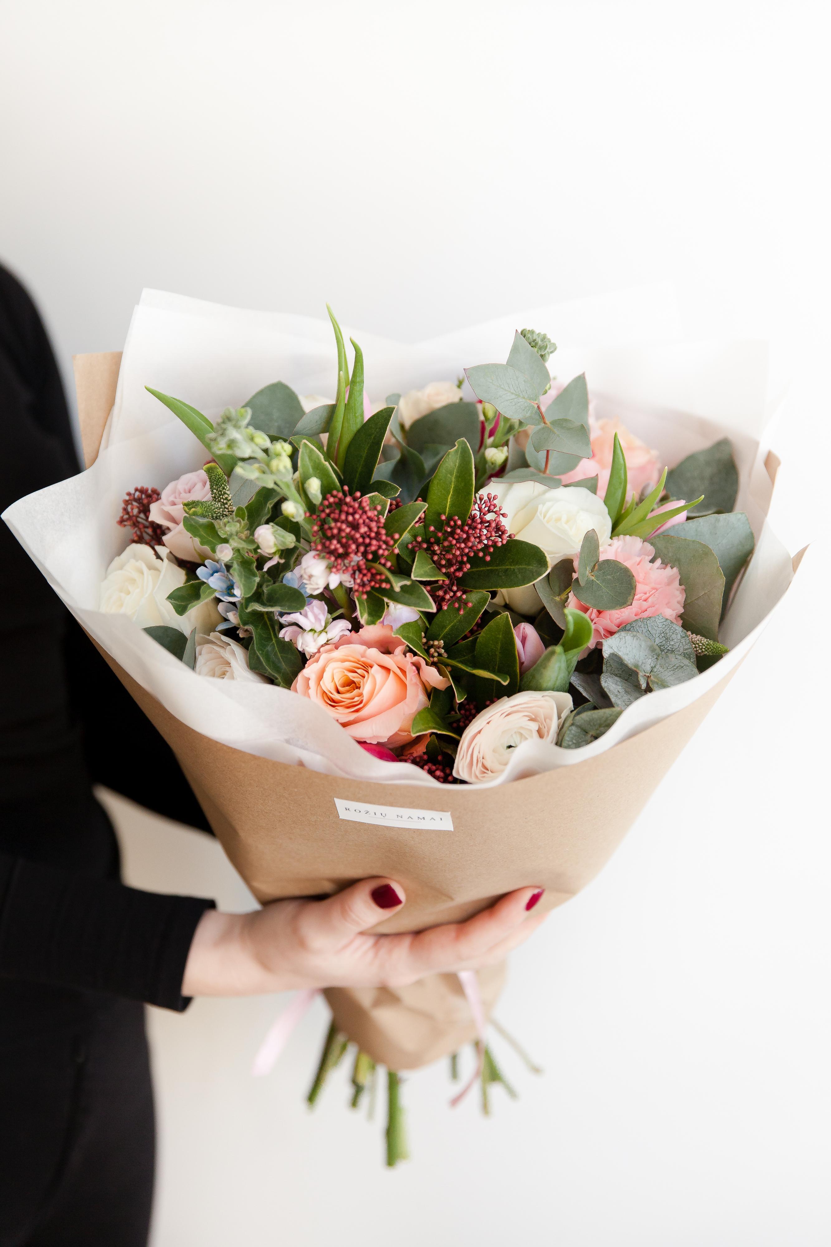 Įvairių gėlių puokštė / M dydis