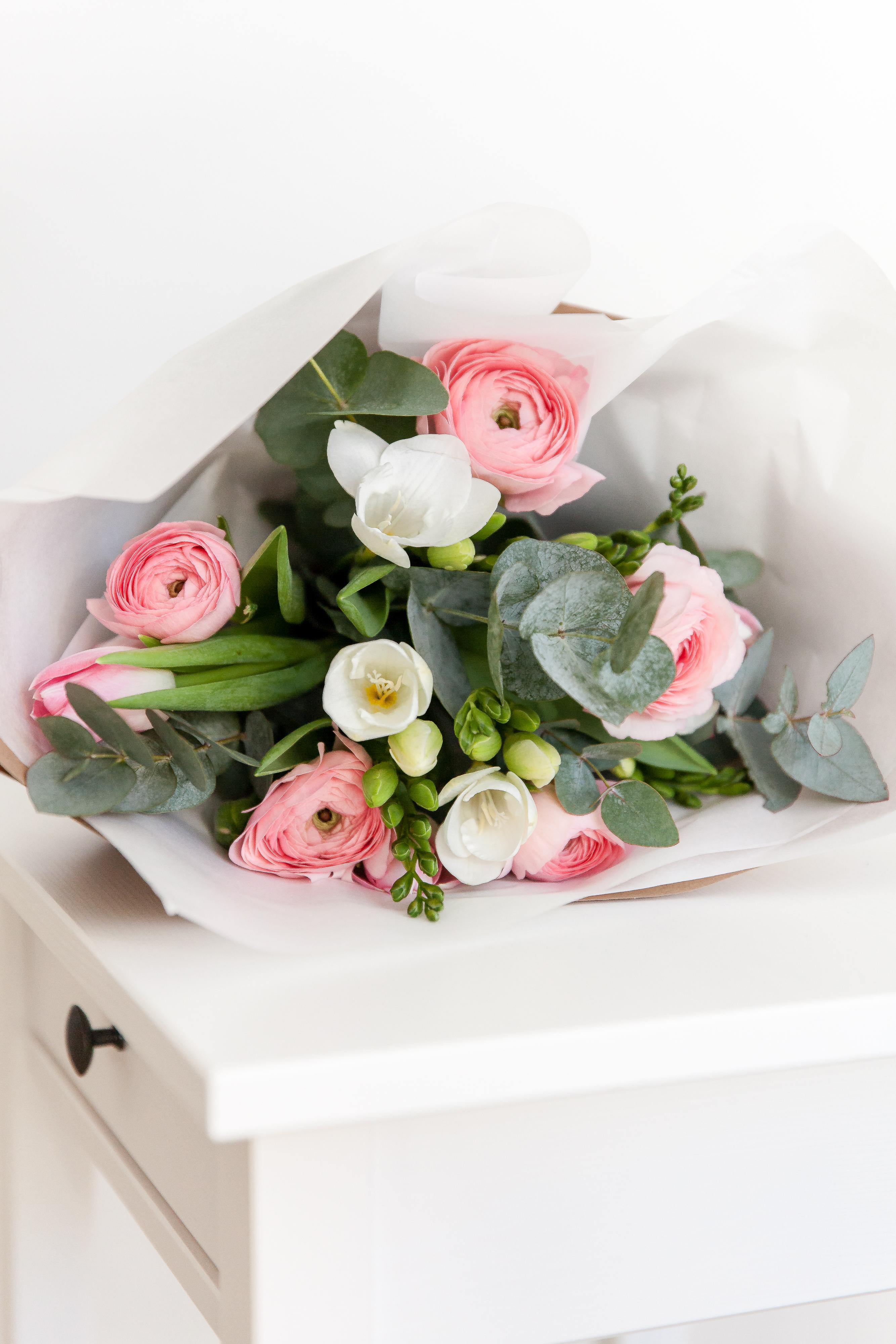 Tulpės+vėdrynai+frezijos