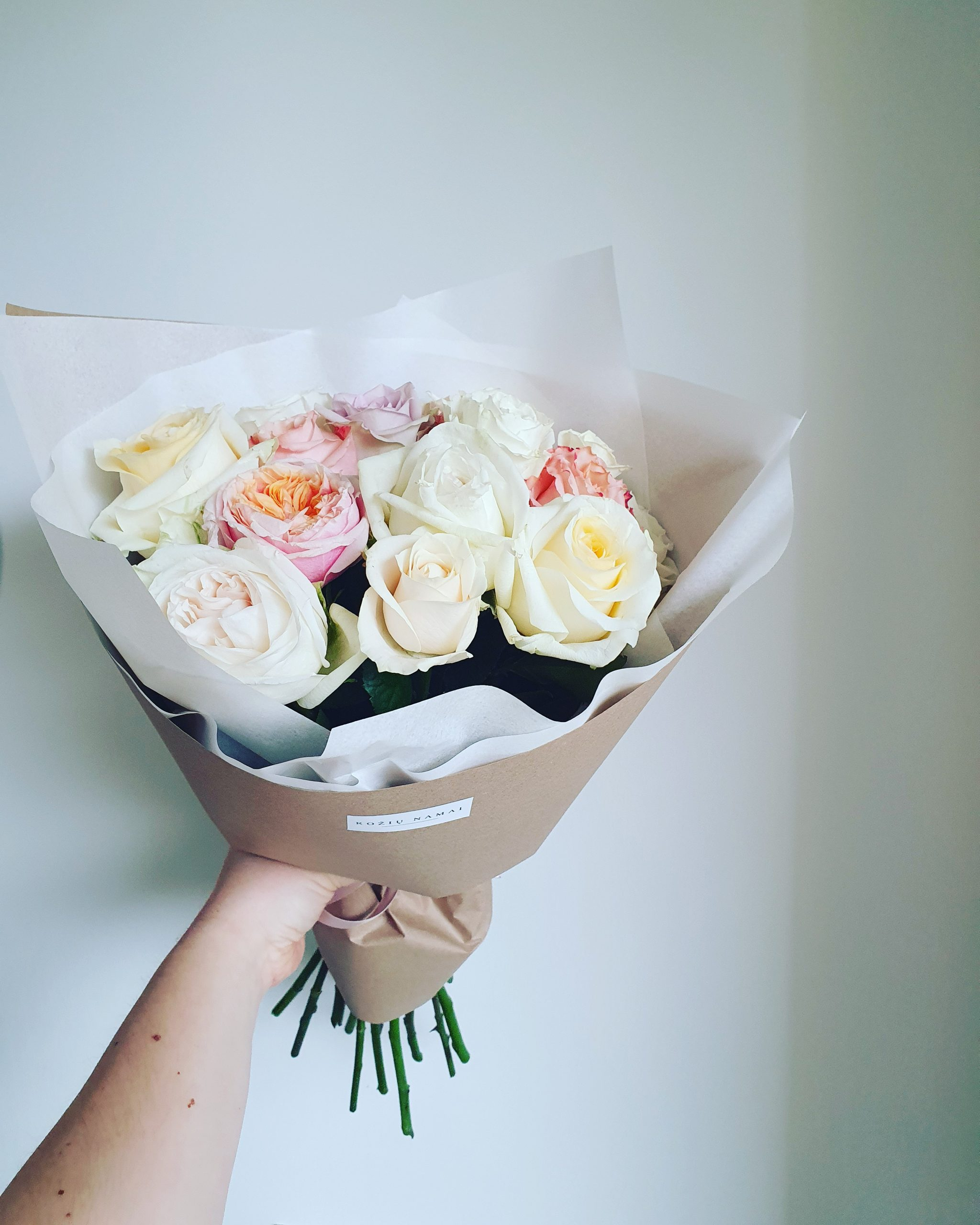 Įvairių rožių puokštė / 15 vnt.