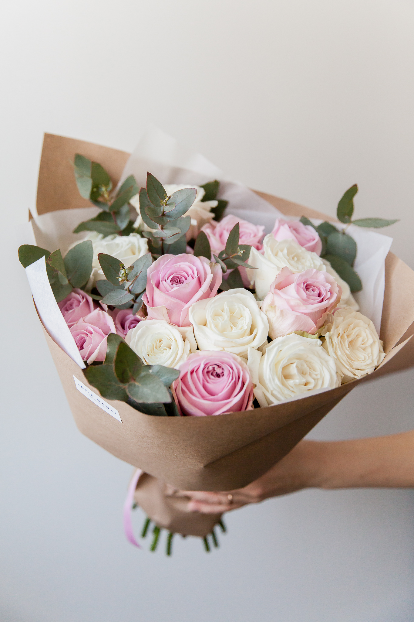 Rožinės ir baltos rožės 19vnt.